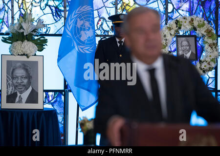United Nations, UN headquarters in New York. 22nd Aug, 2018. United Nations Secretary-General Antonio Guterres delivers his remarks after signing a book of condolences in memory of the late former Secretary-General Kofi Annan, at the UN headquarters in New York, Aug. 22, 2018. A wreath-laying ceremony was held at UN Headquarters in New York on Wednesday to mourn the death of former UN Secretary-General Kofi Annan. Annan, a Ghanaian diplomat, died on Saturday in Switzerland. He served as UN secretary-general for 10 years till the end of 2006. Credit: Li Muzi/Xinhua/Alamy Live News - Stock Photo