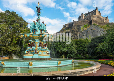 The refurbished late 19th century Ross Fountain in West Princes Street Gardens, in front of the historic Edinburgh Castle. Scotland. - Stock Photo