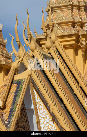 Cambodia, Phnom Penh, Royal Palace, Throne Hall (Preah Thineang Dheva Vinnichay), roof detail - Stock Photo