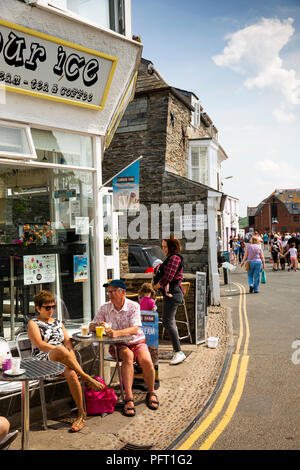 UK, Cornwall, Padstow, The Strand, visitors in sunshine outside waterfront ice cream shop - Stock Photo