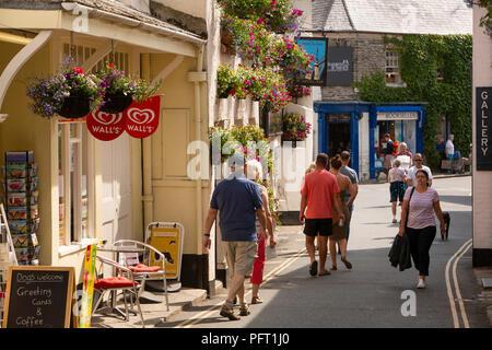 UK, Cornwall, Padstow, Lanadwell Street, visitors in narrow lane - Stock Photo