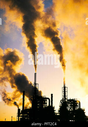 Pollutants and carbon emmissions being released into the atmosphere from a Petrochemical works At Seal Sands on Teeside, UK. - Stock Photo