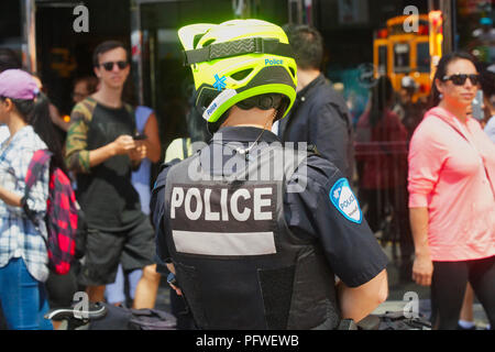 Montreal,Canada,19 August,2018.Montreal police officer watching the crowd at an outdoor event.Credit:Mario Beauregard/Alamy Live News - Stock Photo