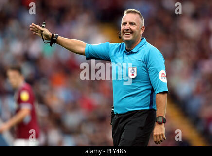 Referee Jonathan Moss during the Sky Bet Championship match at Villa Park, Birmingham. PRESS ASSOCIATION Photo. Picture date: Wednesday August 22, 2018. See PA story SOCCER Villa. Photo credit should read: David Davies/PA Wire. RESTRICTIONS: EDITORIAL USE ONLY No use with unauthorised audio, video, data, fixture lists, club/league logos or 'live' services. Online in-match use limited to 120 images, no video emulation. No use in betting, games or single club/league/player publications. - Stock Photo