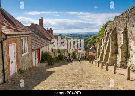 Gold Hill aka Hovis Hill in Shaftesbury, Dorset. Made famous by the 1973 Hovis Television advert - Stock Photo
