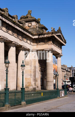Side view and colonnade of the Royal Scottish Academy (RSA), Scotland's national academy of art, on the Mound, Princes Street, Edinburgh.