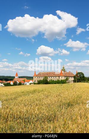 Austria, Lower Austria, Waldviertel, Dross, Dross Castle and grain field - Stock Photo