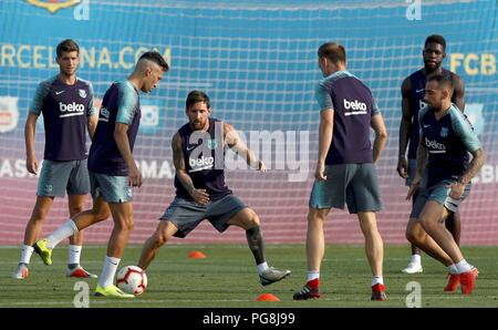 Barcelona, Spain. 24th August, 2018. Barcelona's FC Argentine forward Leo Messi (3L) attends the team's training session in Barcelona, Spain, 24 August 2018. Barcelona will face Valladolid FC in a Primera Division Liga match 25 August 2018. EFE/ Enric Fontcuberta Credit: EFE News Agency/Alamy Live News - Stock Photo
