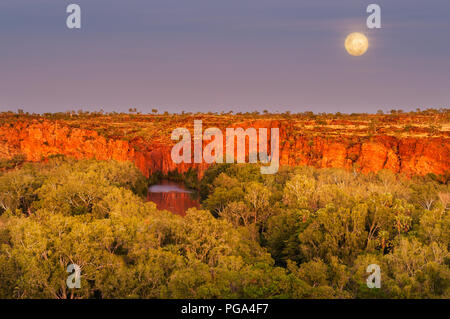 Full Moon setting at Lawn Hill Gorge in Boodjamulla National Park. - Stock Photo