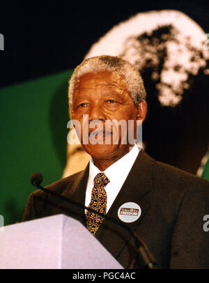 Nelson Mandela speaking in the City Chambers, Glasgow, at a ceremony in which he received the Freedom of the City award in October 1993. - Stock Photo