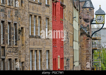 EDINBURGH SCOTLAND CANONGATE AND ROYAL MILE RED COLOURED HOUSE AND THE CLOCK ON TOLBOOTH TAVERN - Stock Photo