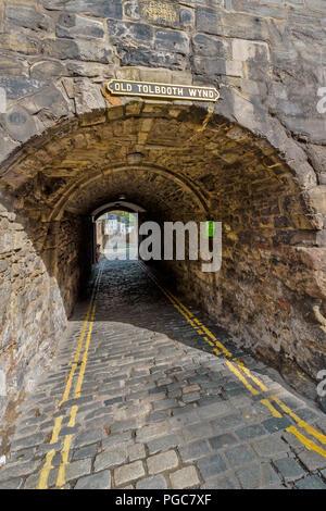 EDINBURGH SCOTLAND CANONGATE ROYAL MILE OLD TOLBOOTH WYND PASSAGE - Stock Photo