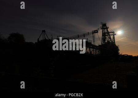 A Ruston Bucyrus Erie 1150 Walking Dragline at night at RSPB St Aidan's in West Yorkshire - Stock Photo