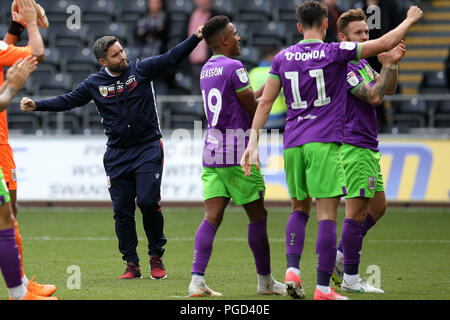 Swansea, UK. 25th Aug 2018. Lee Johnson, the Bristol city manager celebrates at the final whistle after his team win 0-1.  EFL Skybet championship match, Swansea city v Bristol city at the Liberty Stadium in Swansea, South Wales on Saturday 25th August 2018.  this image may only be used for Editorial purposes. Editorial use only, license required for commercial use. No use in betting, games or a single club/league/player publications. pic by Andrew Orchard/Andrew Orchard sports photography/Alamy Live news - Stock Photo