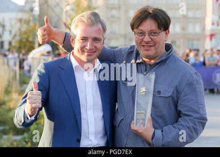 Moscow, Russia. 25th Aug, 2018. MOSCOW, RUSSIA - AUGUST 25, 2018: The head of the Moscow government's Department of Culture, Alexander Kibovsky (L), and film director Valery Tadarovsky at the opening ceremony of an annual cultural event, Cinema Night (Noch Kino), in Zaryadye Park; during Cinema Night cinema hall, concert hall, libraries and museums in cities across Russia offer special events for visitors. Vladimir Gerdo/TASS Credit: ITAR-TASS News Agency/Alamy Live News - Stock Photo