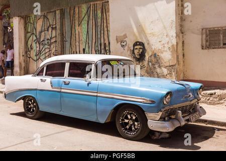 American classic car, vintage 1950 Chevrolet and  Che Guevara street art in Havana, Cuba