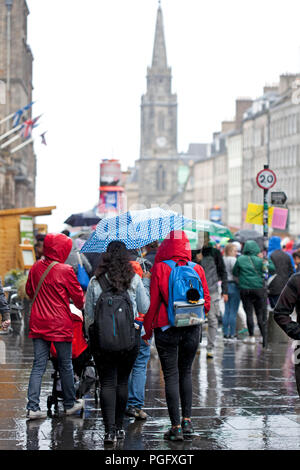 Edinburgh, Scotland, Uk. 26 August 2018. Weather Edinburgh Fringe on Royal Mile, Final Sunday heavy rain fell but the show goes on - Stock Photo