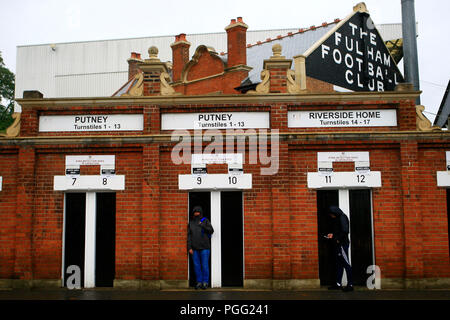 London, UK. 26th Aug, 2018. a General view of outside the Craven Cottage ground. Premier League match, Fulham v Burnley at Craven Cottage in London on Sunday 26th August 2018.  this image may only be used for Editorial purposes. Editorial use only, license required for commercial use. No use in betting, games or a single club/league/player publications. pic by Steffan Bowen/Andrew Orchard sports photography/Alamy Live news Credit: Andrew Orchard sports photography/Alamy Live News - Stock Photo