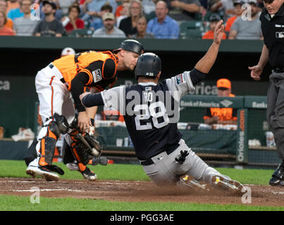 Baltimore, United States Of America. 25th Aug, 2018. New York Yankees catcher Austin Romine (28) scores his team's third run in the second inning against the Baltimore Orioles at Oriole Park at Camden Yards in Baltimore, MD on Saturday, August 25, 2018. This is the regularly scheduled game for today. Credit: Ron Sachs/CNP (RESTRICTION: NO New York or New Jersey Newspapers or newspapers within a 75 mile radius of New York City) | usage worldwide Credit: dpa/Alamy Live News - Stock Photo