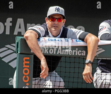 Baltimore, United States Of America. 25th Aug, 2018. New York Yankees manager Aaron Boone (17) watches second inning action against the Baltimore Orioles at Oriole Park at Camden Yards in Baltimore, MD on Saturday, August 25, 2018. This is the make-up game that was postponed from June 3. Credit: Ron Sachs/CNP (RESTRICTION: NO New York or New Jersey Newspapers or newspapers within a 75 mile radius of New York City) | usage worldwide Credit: dpa/Alamy Live News - Stock Photo
