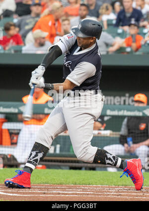 Baltimore, United States Of America. 25th Aug, 2018. New York Yankees center fielder Aaron Hicks (31) swings at a pitch in the first inning against the Baltimore Orioles at Oriole Park at Camden Yards in Baltimore, MD on Saturday, August 25, 2018. This is the regularly scheduled game for today. Credit: Ron Sachs/CNP (RESTRICTION: NO New York or New Jersey Newspapers or newspapers within a 75 mile radius of New York City) | usage worldwide Credit: dpa/Alamy Live News - Stock Photo