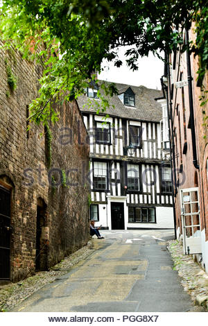 Looking up St Mary's Water Lane towards the 16th century half timbered building, Perches House in Shrewsbury, Shropshire, UK. - Stock Photo