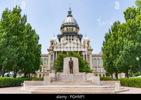 Abraham Lincoln statue in front of the Illinois State Capital Building in Springfield, Illinois - Stock Photo