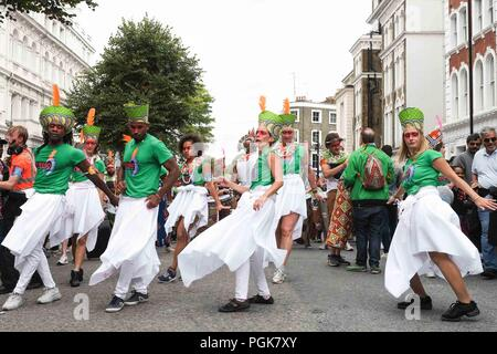 London 27th August 2018. Carnival dancers and performers on the second day of  Notting Hill Carnival parade in London. Credit: Claire Doherty/Alamy Live News - Stock Photo