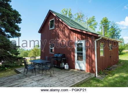 Cabin located a short walk from Lake Superior, near Grand Marais, Minnesota, USA. - Stock Photo