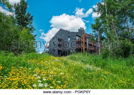 Caribou Highlands resort and condominiums in the Lutsen Mountains ski area, Lutsen, Minnesota, USA. - Stock Photo
