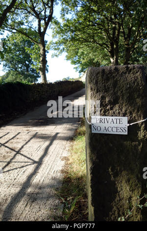 Private No Access sign on a stone gate post next to private drive leading to a Farm in Bradfield, in the Peak District National Park - Stock Photo