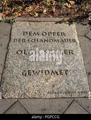 berlin-Mitte,Bernauer Strasse 34.Olga Segler memorial stone remembers the  80 year old woman who died in an attempt to leap from her apartment to West - Stock Photo