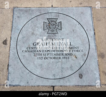 Manchester England war memorial plaque Victoria Cross for Lieutenant Graham Lyall Canadian Expeditionary Force 27th September and 1st October 1918 - Stock Photo