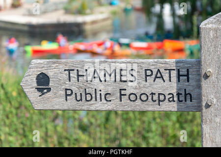 Wooden Thames Path sign by River Thames, Riverside Park, Lechlade-on-Thames Gloucestershire, England, United Kingdom - Stock Photo