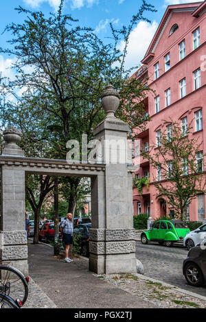 Berlin-Friedrichshain. Sandstone gate at entrance of the Knorrpromenade housing estate built 1911-1913 for wealthy citizens The residential complex wa - Stock Photo