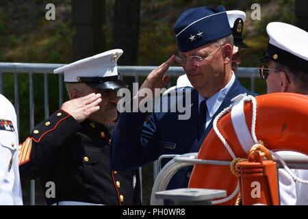 New York Air National Guard Maj. Gen. Anthony German, the Adjunct General of the N.Y. National Guard, arrives at the change of command ceremony of the N.Y. Naval Militia, Schodack Island State Park, N.Y., June 22, 2018. The command of the Naval Militia was being transferred from Captain Ten Eyck Powell to Captain Timothy Zakriski. (New York Army National Guard - Stock Photo