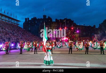 The 2018 Royal Edinburgh International Military Tattoo at Edinburgh Castle. Banda Monumental De Mexico - Stock Photo