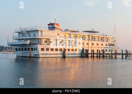 Cruise ship 'American Star' shortly after sunrise, docked at Tisbury Wharf in Vineyard Haven Harbor, in Tisbury, Massachusetts on Martha's Vineyard. - Stock Photo