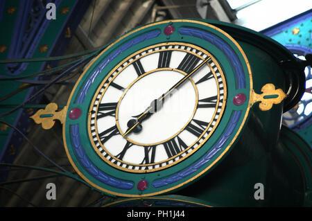 Large exterior bracket clock - Stock Photo