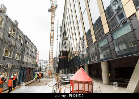 Berlin, Germany. 30th Aug, 2018. 30.08.2018, Berlin: Press tour through the shell of the new Axel Springer building. Credit: Carsten Koall/dpa/Alamy Live News - Stock Photo