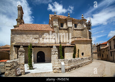 Church in the Spanish walled medieval town of Uruena in the region of Valladolid Castille y Leon  known as Villa del Libro the town of books - Stock Photo