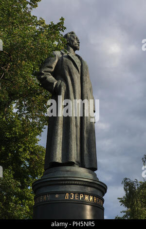 Monument to Bolshevik revolutionary Felix Dzerzhinsky, nicknamed the Iron Felix, designed by Soviet sculptor Yevgeny Vuchetich (1958) on display in the Muzeon Fallen Monument Park in Moscow, Russia. The monument to the founder of Soviet secret police Cheka, later known as the NKVD and the KGB, was unveiled in 1958 in Lubyanka Square in Moscow and demolished after the fall of Soviet coup d'état attempt in August 1991. - Stock Photo