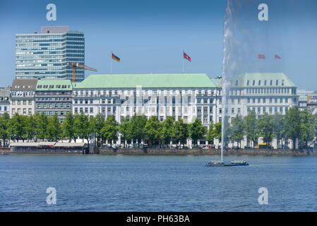 Hotel Vier Jahreszeiten, Alsterfontaene, Binnenalster, Hamburg, Deutschland - Stock Photo