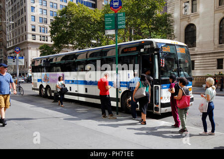 People boarding the route SIM8 MTA commuter bus to Staten Island - Stock Photo