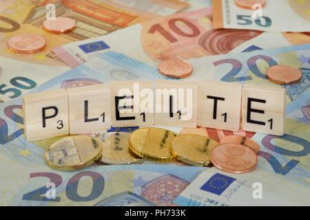Symbolfoto Wirtschaftsbegriff Pleite - Stock Photo