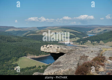 Bamford, UK. 31st August 2018. Bamford Edge and LadyBower reservoir in the Derbyshire Peak District National Park on a fine day in late summer Credit: Eric Murphy/Alamy Live News - Stock Photo