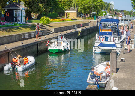 England, Surrey, Staines, River Thames, Penton Hook lock - Stock Photo