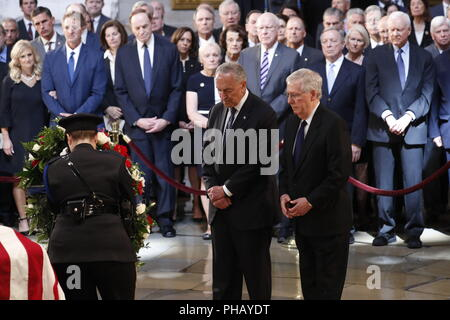 Washington, District of Columbia, USA. 31st Aug, 2018. With mebers of Congress looking on, U.S. Senate Majority Leader Mitch McConnell (R-KY) and Minority Leader Chuck Schumer (D-NY) stand at the casket of late U.S. Senator John McCain as McCain lies in state inside the U.S. Capitol Rotunda in Washington, U.S., August 31, 2018. REUTERS/Kevin Lamarque Credit: Kevin Lamarque/CNP/ZUMA Wire/Alamy Live News - Stock Photo