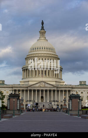 August 31, 2018 - Washington, District of Columbia, U.S. - Sunrise light paints the United States Capitol on the morning that A United States Military Honor Guard will carry the casket of former Senator John McCain, Republican of Arizona, up the stairs of the Capitol in Washington, DC on August 31, 2018 in Washington, DC. McCain, a United States Military veteran and longtime Senator, will lay in state inside the Capitol Rotunda for one day prior to being laid to rest on September 1, 2018 at the United States Naval Academy in Annapolis, Maryland. Credit: Alex Edelman/CNP (Credit Image: © Alex - Stock Photo