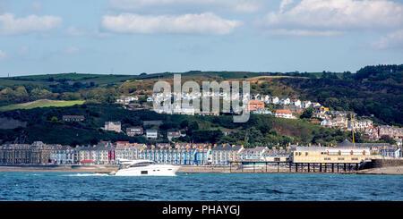 Cardigan Bay, Aberystwyth, Ceredigion, Wales, UK 31st August 2018 UK Weather: A boater enjoys the warm sunny day on Cardigan bay with the view of Aberystwyth in the background. © Ian Jones/Alamy Live News - Stock Photo